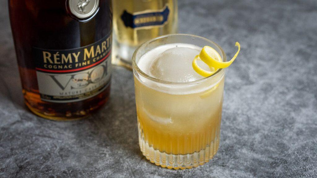 desire cocktail mit remy martin und elderflower