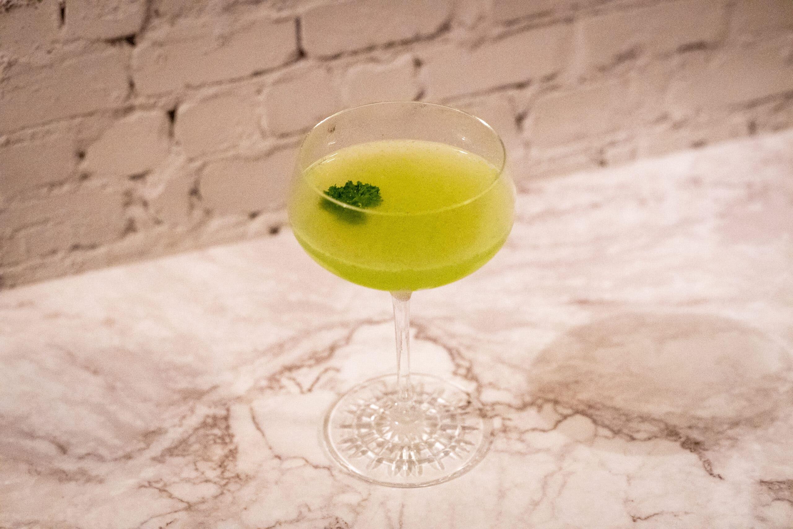 Winter Hopper: Gin-Cocktail mit Petersilie & Kakao – und verdammt lecker