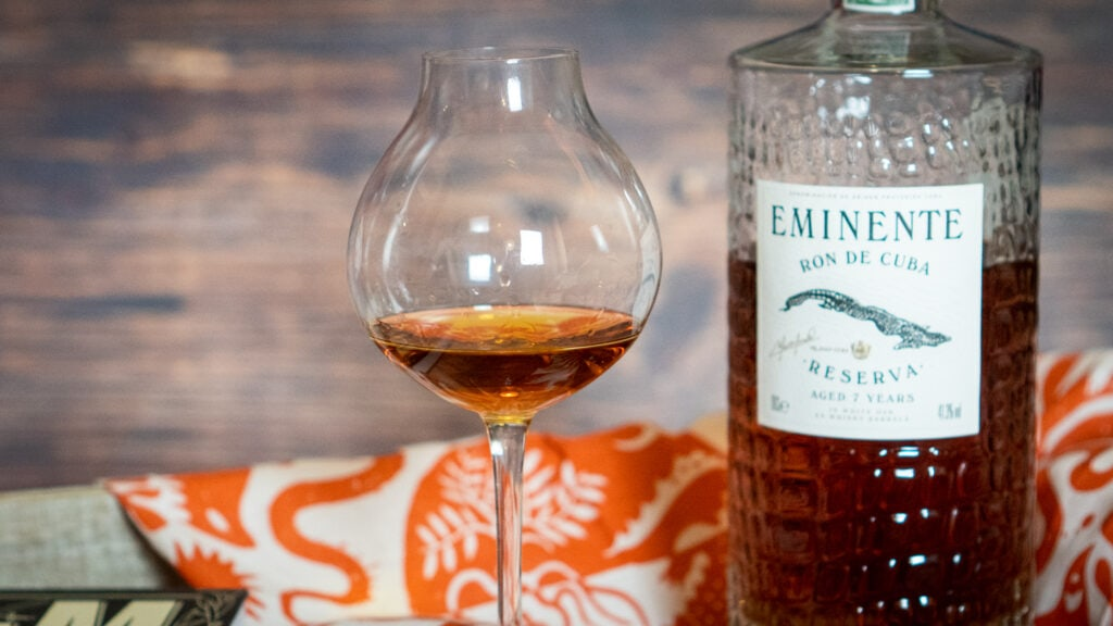 Eminente Rum mahagoni Farbe