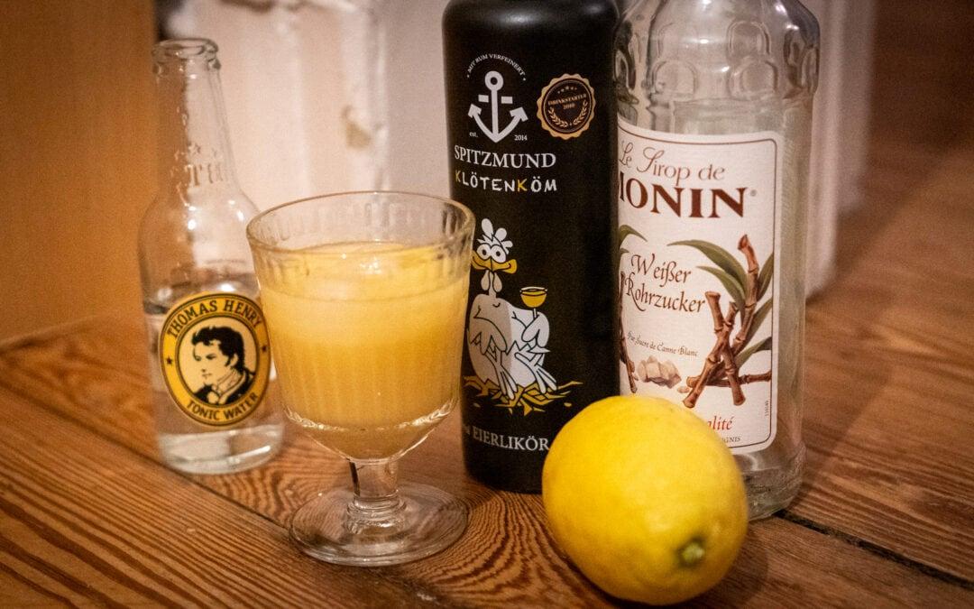 Snowball Cocktail mit Eierlikör und Zitronenlimonade